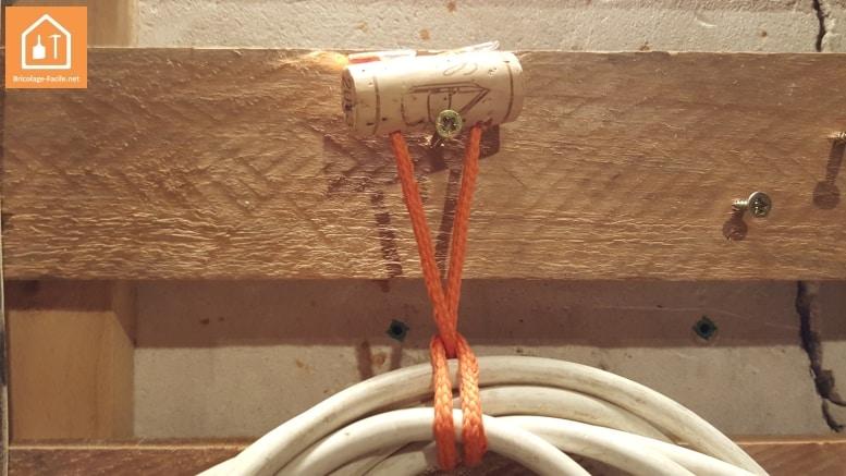 attacher des cables