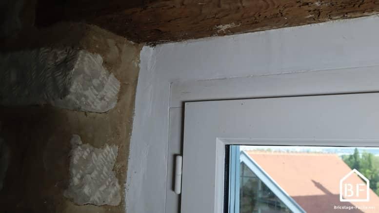démarcation entre le cadre et le mur
