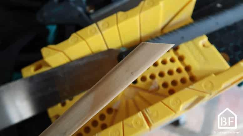 découpe du biseau à 45° avec une boite à onglet