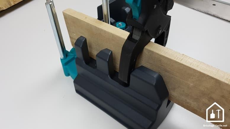 boîte à onglet Wolfcraft - fixation du bois à scier