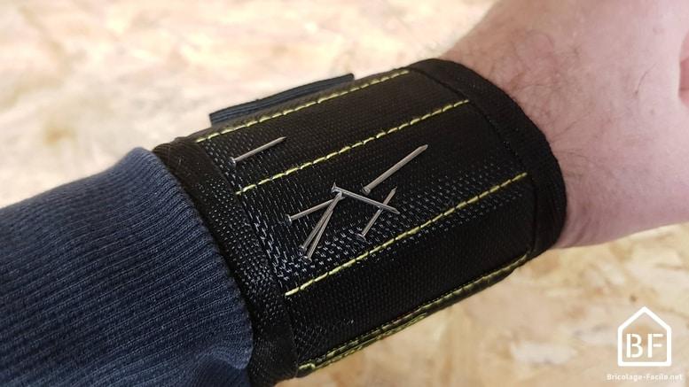 bracelet magnétique grsta au poignet