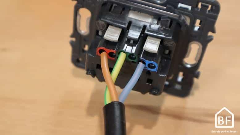 raccordement d'une prise électrique
