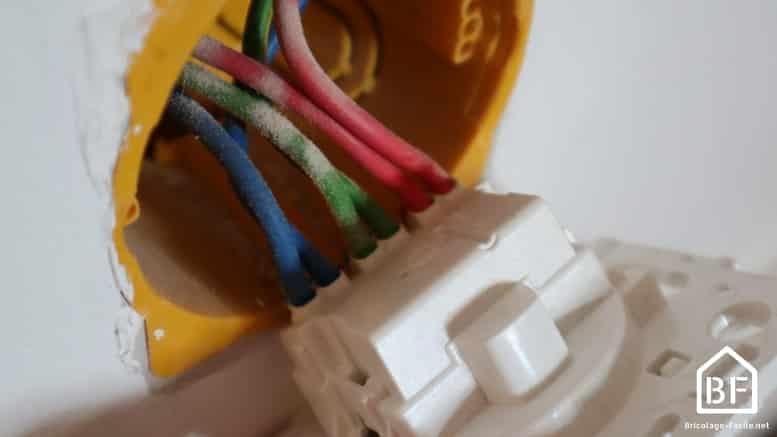 Prise électrique raccordée en repiquage