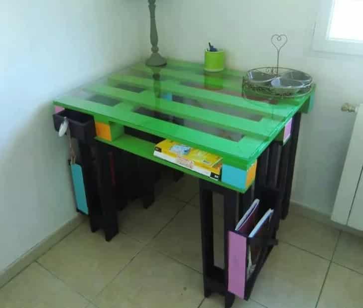 bureaux en palettes diy conseils bricolage facile. Black Bedroom Furniture Sets. Home Design Ideas