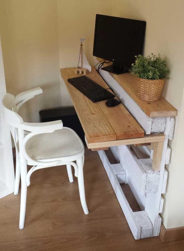 4 bureaux en palettes faire soi m me bricolage facile. Black Bedroom Furniture Sets. Home Design Ideas