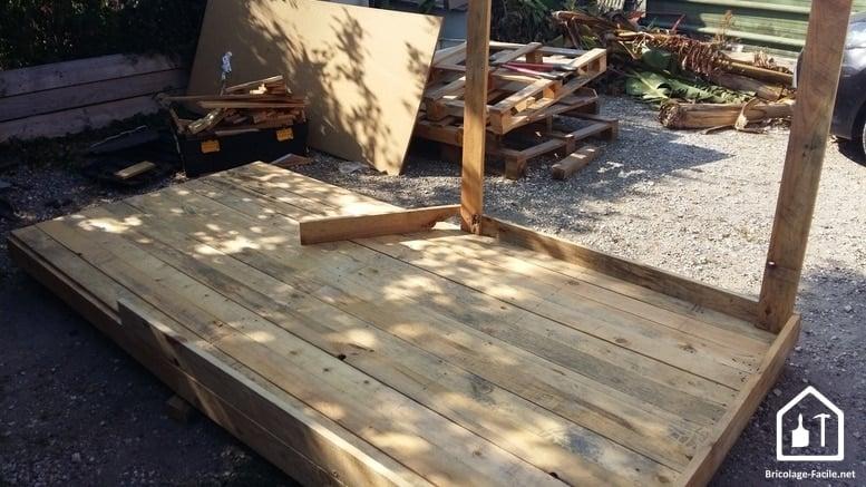 Réaliser une cabane en bois de palettes - le plancher