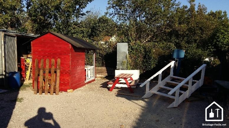 Réaliser une cabane en bois de palettes - le tout pas encore assemblé