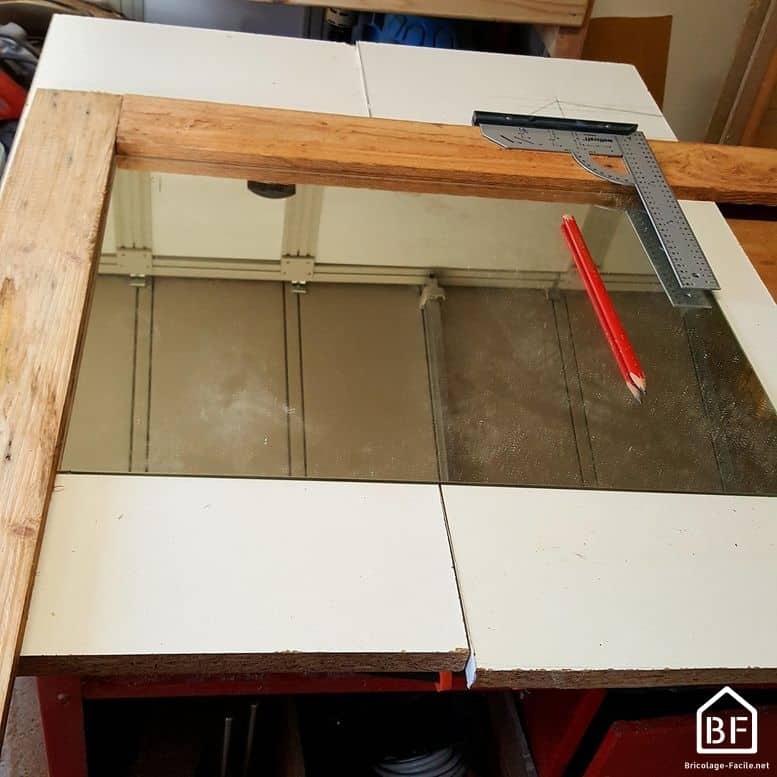 fabriquer un cadre de miroir en bois de palette. Black Bedroom Furniture Sets. Home Design Ideas