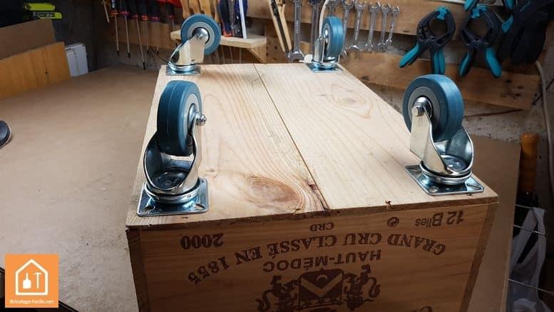 Caisse en bois à roulettes - placement des roulettes