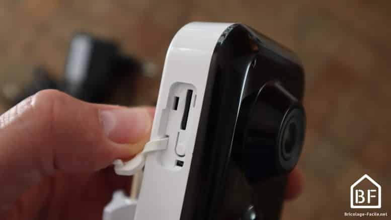 Emplacement de la carte SD sur la Caméra Tycam 1100