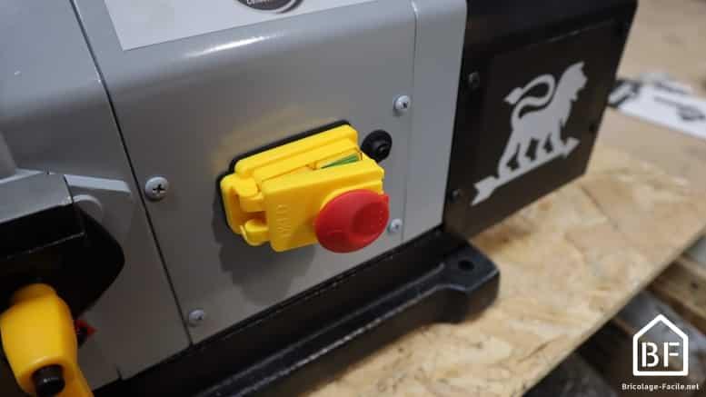 bouton de mise en marche du combiné ponceur Peugeot