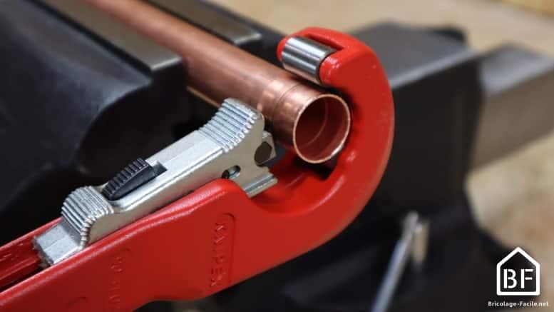 Entaillage du tuyau de cuivre