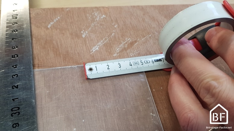 Mesure et tracage sur le plexiglas