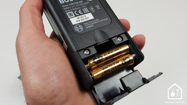 détecteur Truvo de Bosch - emplacement des piles