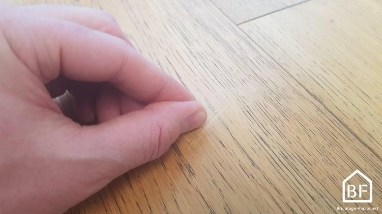 cire grattée avec l'ongle