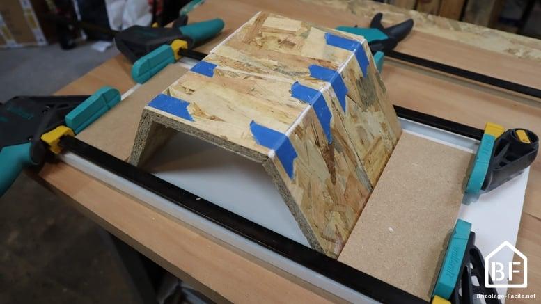 assemblage des morceaux de bois
