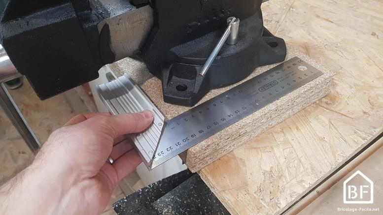 mesure de l'emplacement des trous de perçage