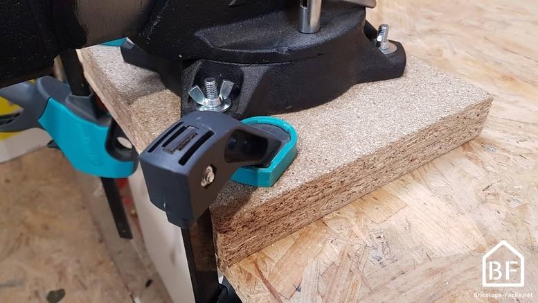 serrage de du socle avec des serre-joints