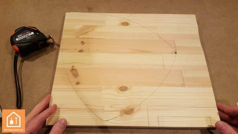 Fabriquer un bouclier en bois - planche avec tracé du bouclier