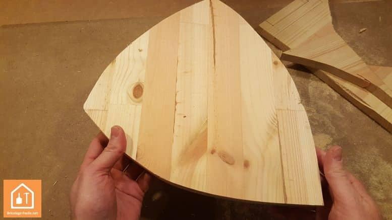 Fabriquer un bouclier en bois - le bouclier découpé