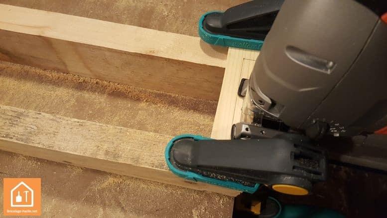 Fabriquer un bouclier en bois - découpe de l'intérieur de la poignée