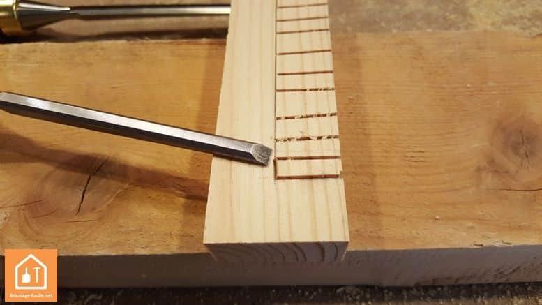 Fabriquer un bouclier en bois - on creuse l'intérieur de la poignée