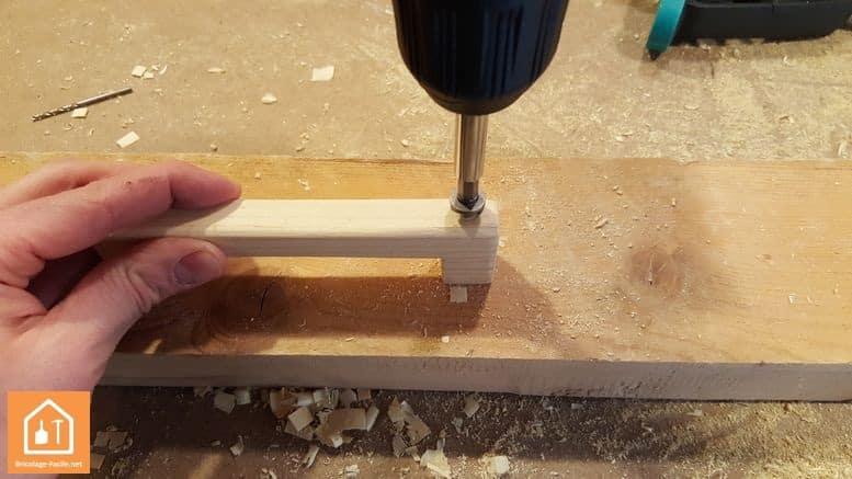 Fabriquer un bouclier en bois - fraisage de la poignée