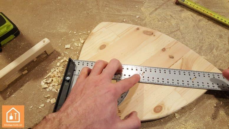 Fabriquer un bouclier en bois - tracé du centre du bouclier