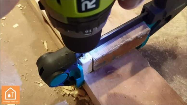 Fabriquer un bouclier en bois - perçage de la poignée