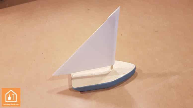 fabriquer un bateau en bois tuto diy pour enfants bricolage facile. Black Bedroom Furniture Sets. Home Design Ideas