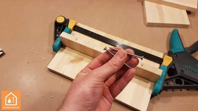 Fabriquer un marche pied en bois - les vis