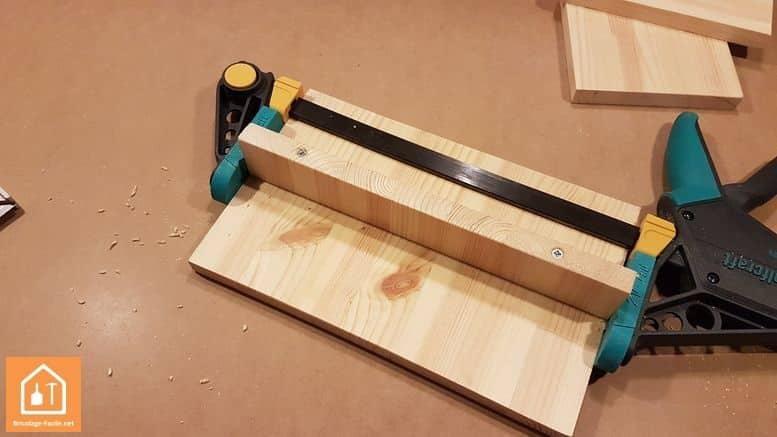 Fabriquer un marche pied en bois - les vis vissées