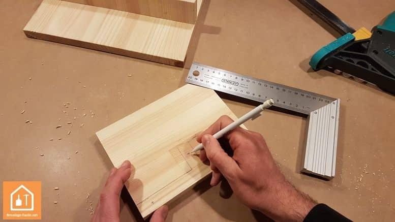 Fabriquer un marche pied en bois - marquage des trous