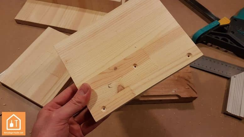 Fabriquer un marche pied en bois - trous percés