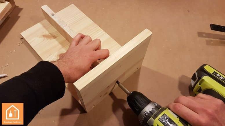 Fabriquer un marche pied en bois - vissage