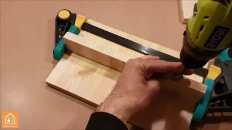 Fabriquer un marche pied en bois - perçage
