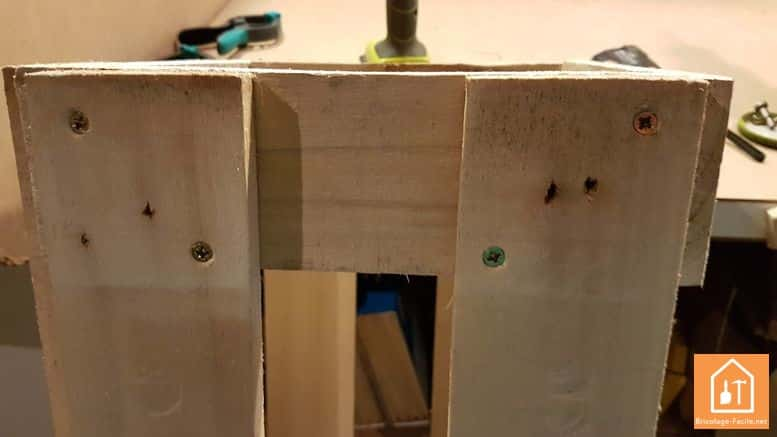 fabriquer un rangement pour ballons en palette - assemblage des autres cotés avec les vis