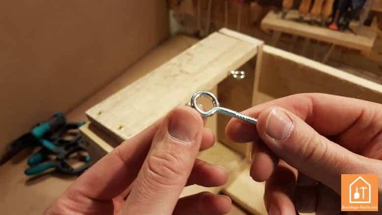 fabriquer un rangement pour ballons en palette - les crochets