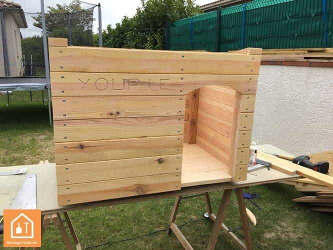 fabriquer une niche pour chien en bois tuto diy bricolage facile. Black Bedroom Furniture Sets. Home Design Ideas