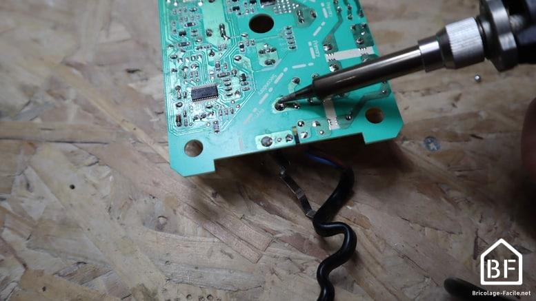 soudage d'un composant électronique