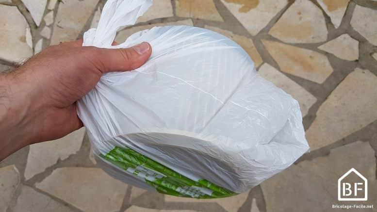 Filtre d'aspirateur dans un sac plastique