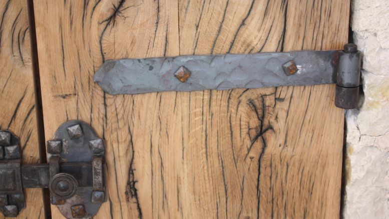 Refaire un scellement de porte ou de volet bricolage facile - Gond de volet ...