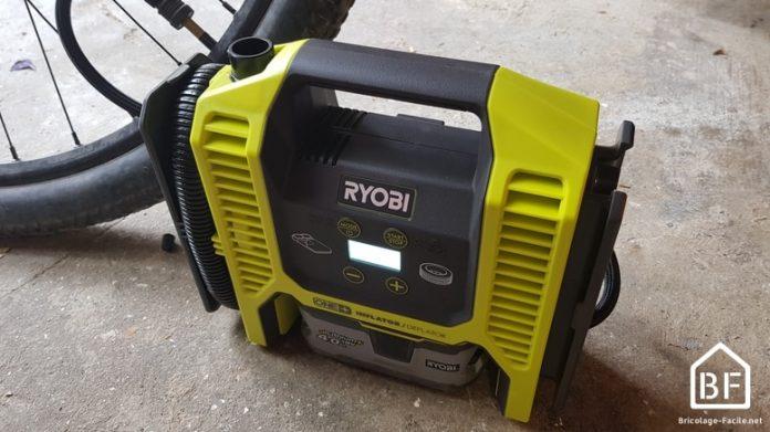 Gonfleur / compresseur Ryobi R18MI-0 gonflant le pneu d'un vélo