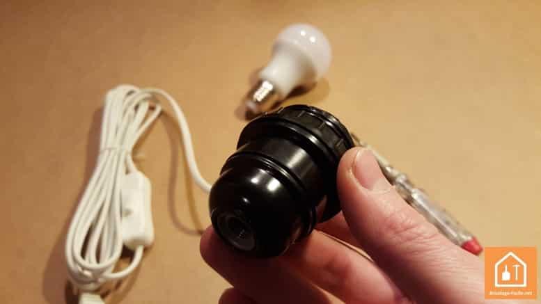 Installer une douille d'ampoule