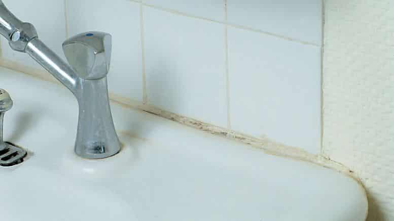 Retirer un joint en silicone bricolage facile - Appliquer un joint silicone ...