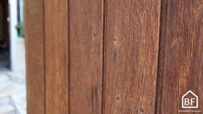 Porte en bois lasurée