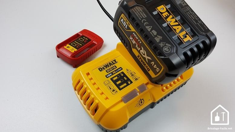 meuleuse sans fil DCG 414 54V de DEWALT - chargeur 54V Dewalt