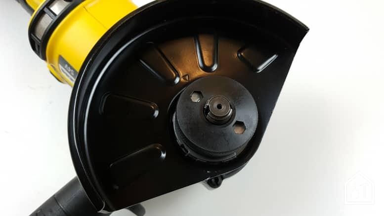 meuleuse sans fil DCG 414 54V de DEWALT - emplacement du disque