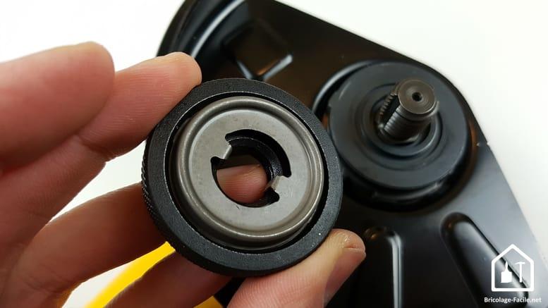 meuleuse sans fil DCG 414 54V de DEWALT - écrou de serrage du disque