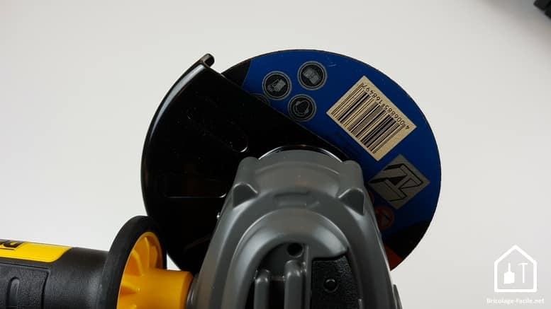meuleuse sans fil DCG 414 54V de DEWALT - position du carter